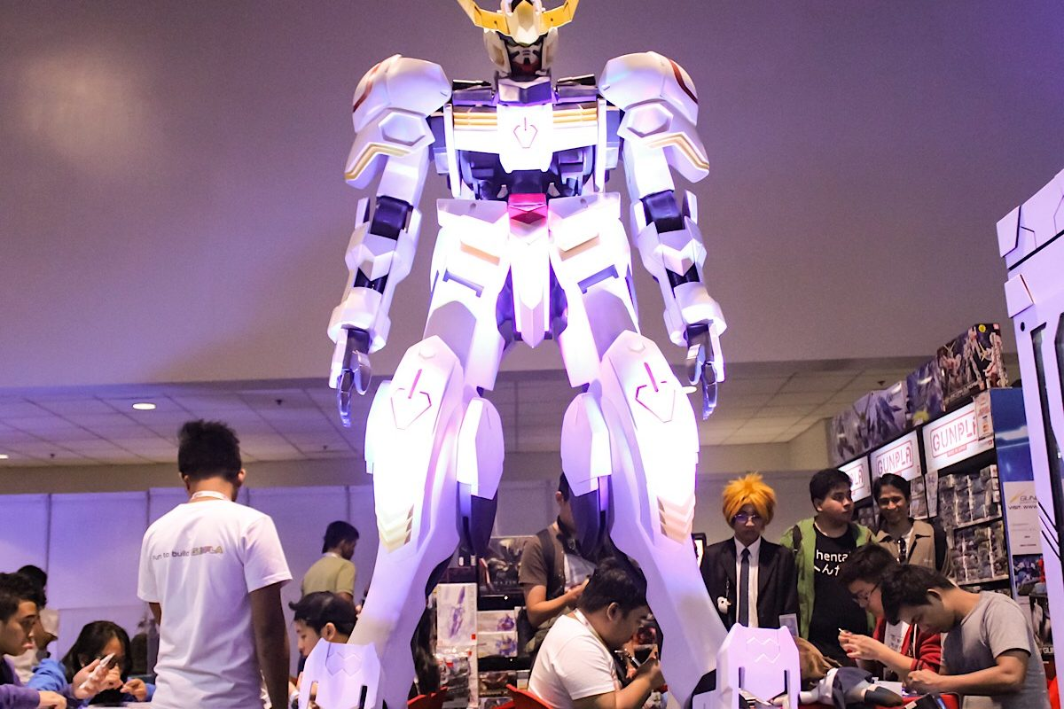 Can't see the giant Gundam in Odaiba? You can behold  a (not quiet as giant, but big) Gundam Gunpla brought to Cosplay Mania.